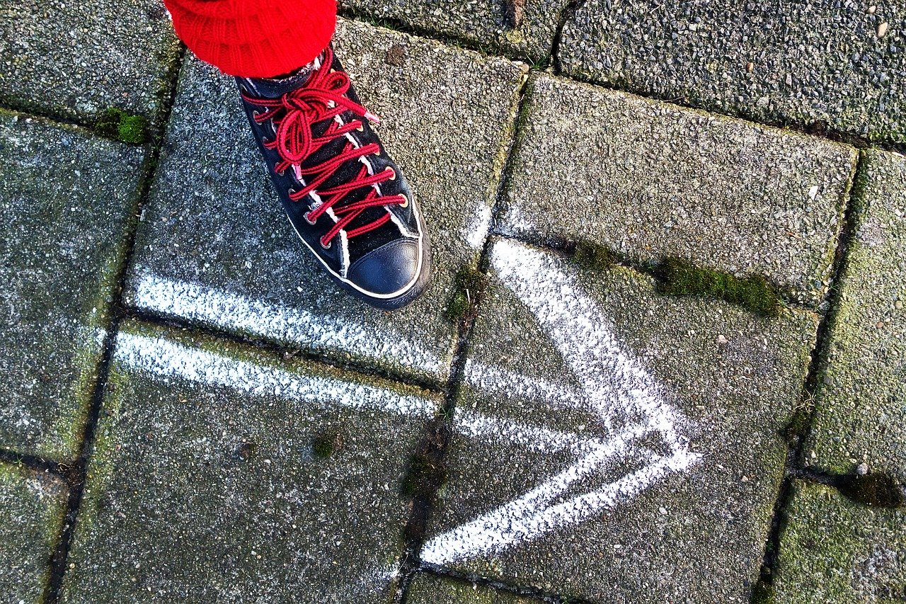 foot-shoe-sneaker-3082913-1-1.jpg